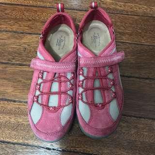Bass hiking/trail shoes