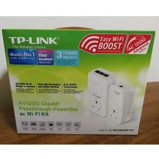 TP-Link TL-WPA8630P AV1200 Gigabit Passthrough Powerline ac Wi-Fi Kit