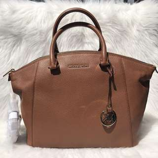 MICHAEL KORS LARGE RILEY IN LUGGAGE