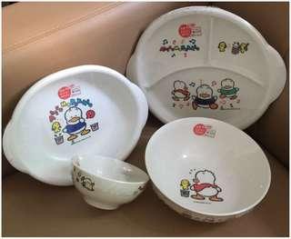 Sanrio Ahiru No Pekkle 鴨仔 1990 年 膠碗, 碟一套 (Made in Japan) ( 全新未用過) (直徑 - 碟 25 cm / 碟 22 cm / 碗 17 cm / 碗 11 cm) (** 只限北角地鐵站交 **)