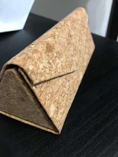 Foldable cork spectacle case