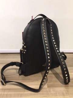 Valentino Rockstud Backpack 背囊 小牛皮 金色鉚釘 底有4 protective metal feet  With Full Set (塵袋,保證卡,後備鉚釘) Size: L25 x H32 x W11cm Real and New