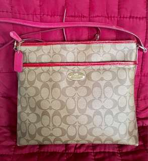 Pre-loved COACH messenger bag,color dark pink.Manage po ur expextation. Sign of usage pero maayos p nmn.
