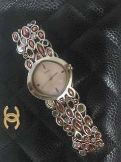 100% Authentic Preloved Guess Watch in Pink Stone