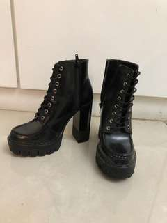 Zara black boots (1x use only)