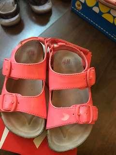 H&M女童銀光粉涼鞋