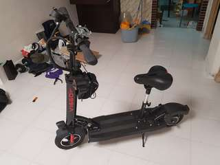 Selling e-scooter with back suspension and seat attached