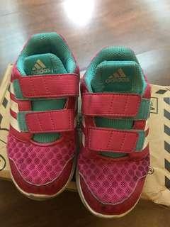 女童adidas布鞋(15cm)