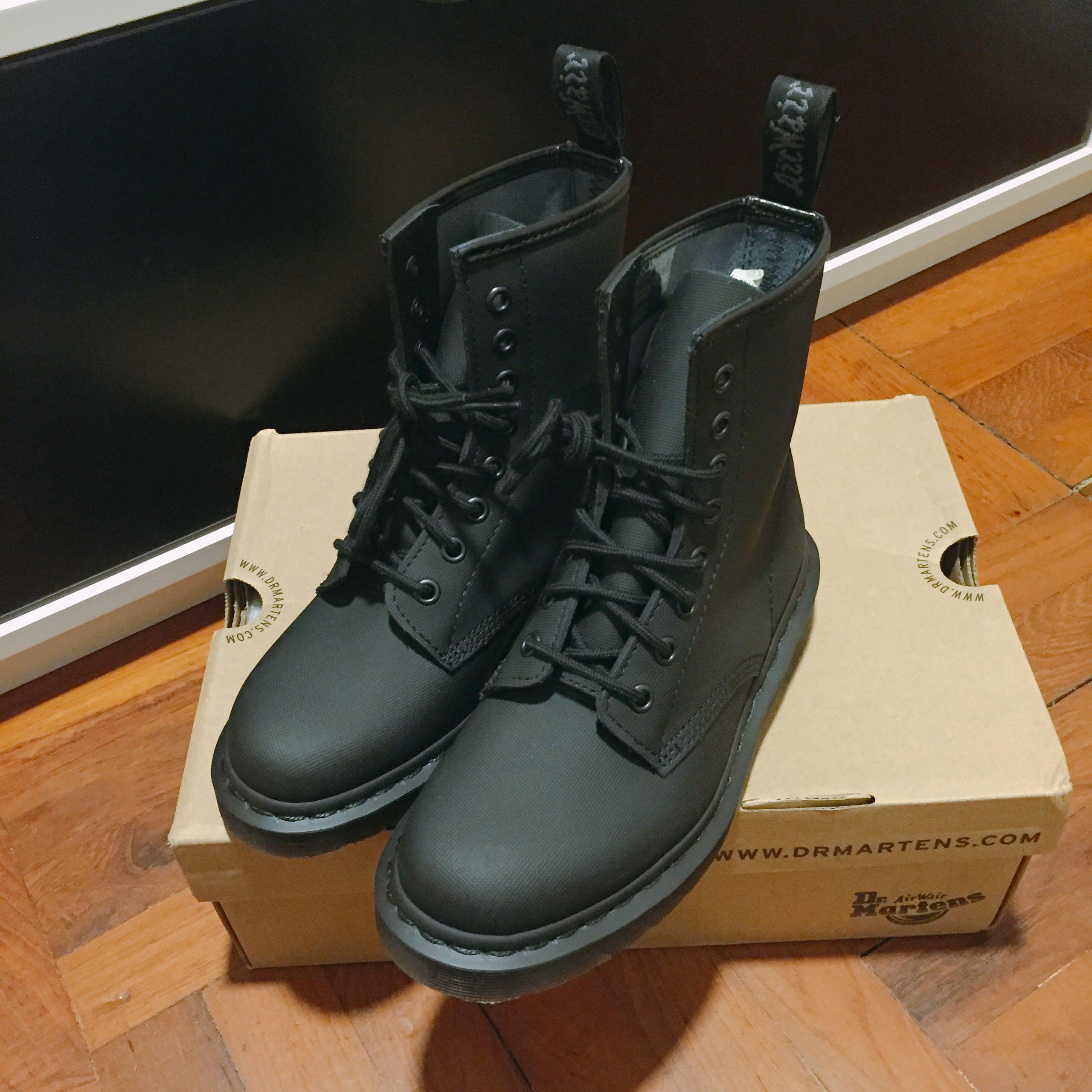 Dr Martens 1460 Black AJAX 8孔鞋, Women