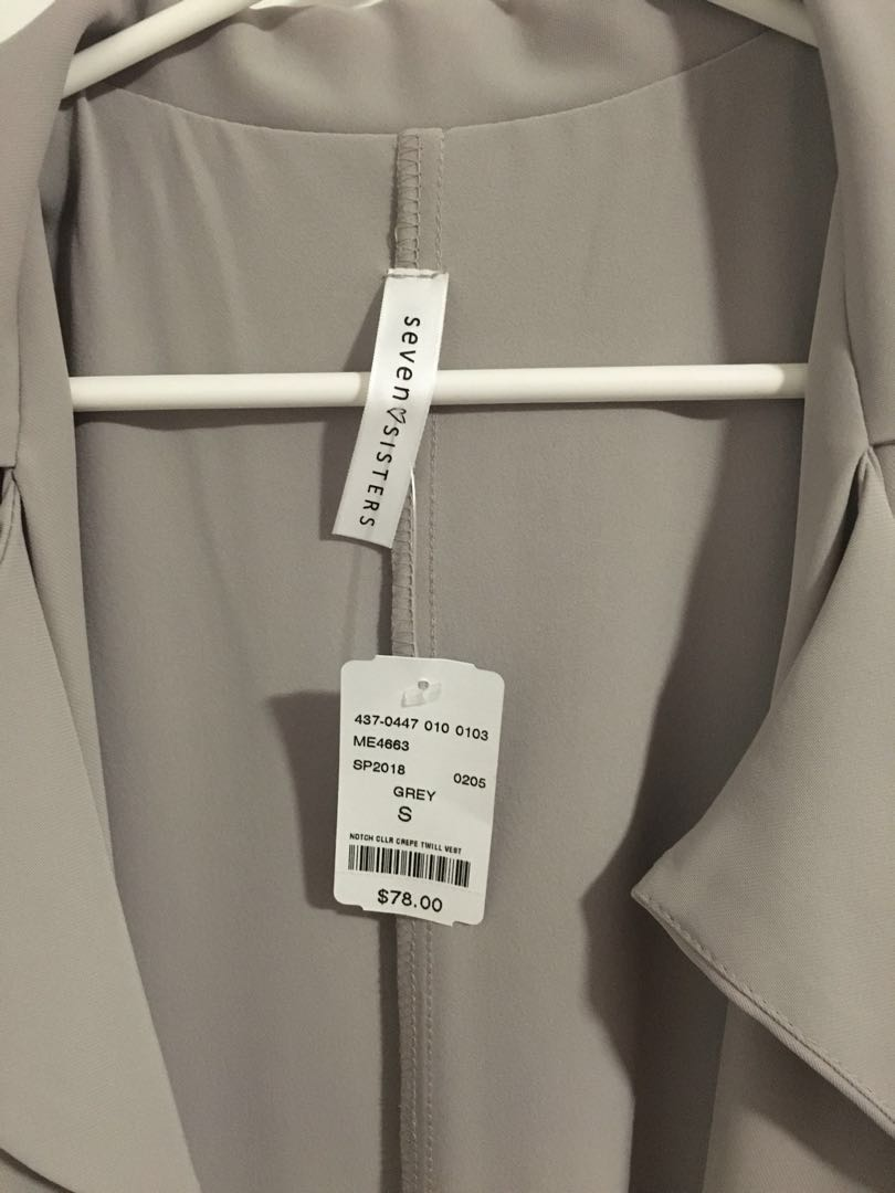 M boutique light grey sleeveless trench
