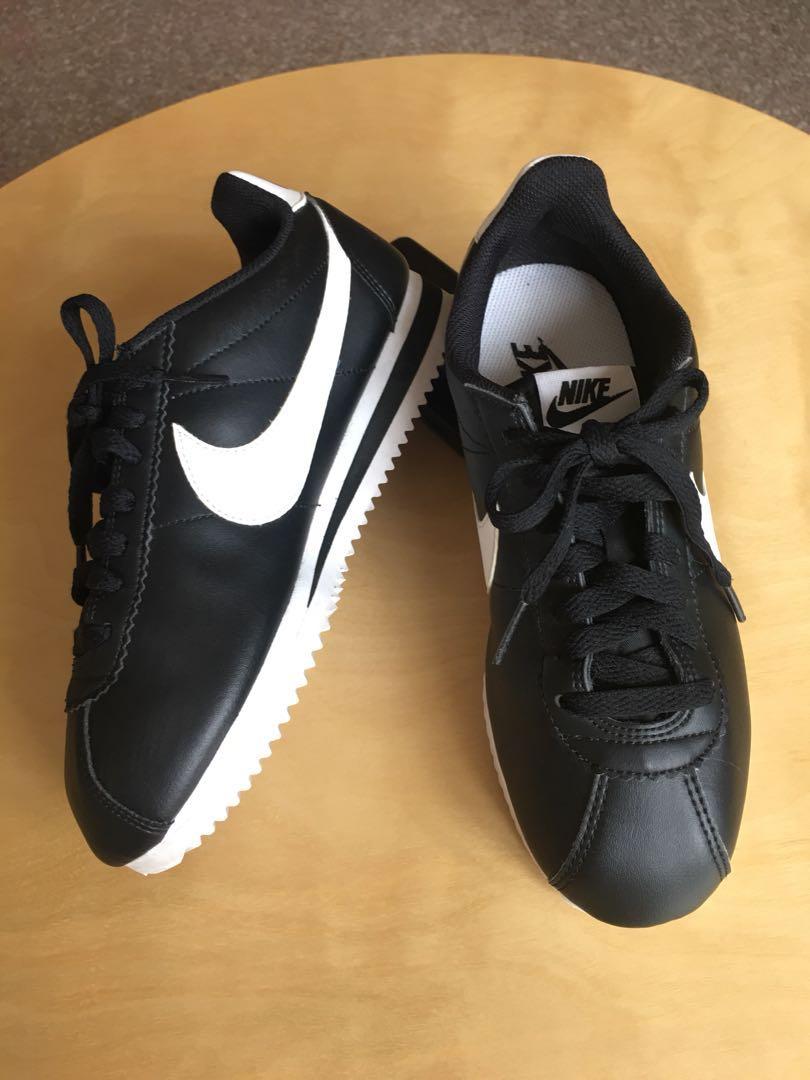 Nike sports shoes (UK size:3/US size5.5