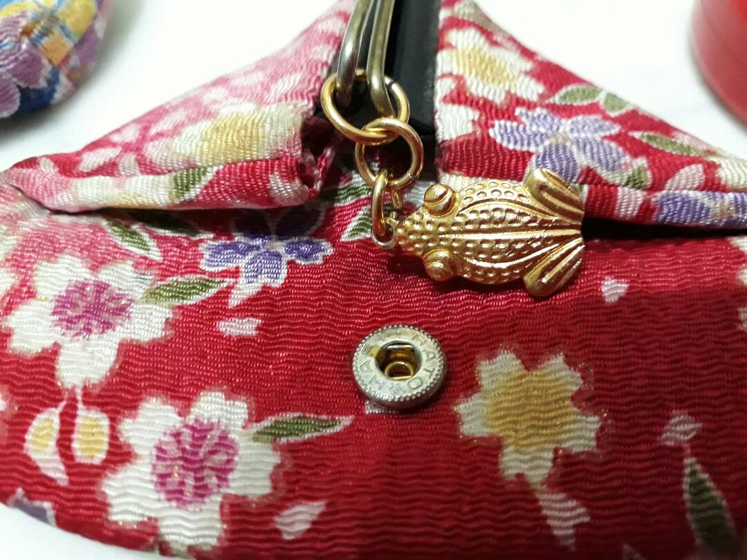 Vintage pink floral gold frog coin purse