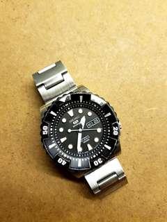 Seiko 5 White Black cupcake 100M Diver's Watch