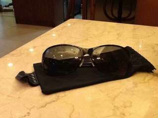 Authentic Oakley Eyewear Pre-owned Set ( Black Behave Is Polarize ) , Minor Scratches Is Visible