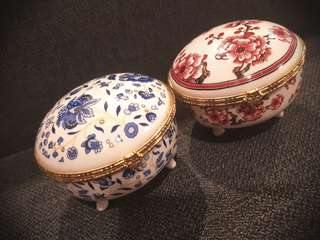 Jewelry/trinket porcelain box