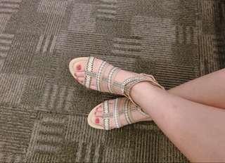 🚚 正韓 波希米亞風涼鞋 羅馬鞋 裸米色 拉鏈款 23號 顯白膚色 2公分高涼鞋 沙灘夏天必備 羅馬鞋 波西米亞民族風 穿過一次、鞋身無磨損、鞋底正常使用痕跡 尺寸:23