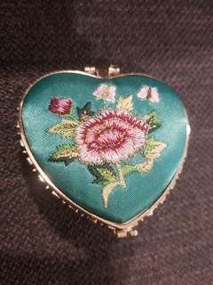 Pocket embroidered mirror (double sided)