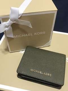 🚚 Michael kors橄欖綠扣式對折短夾