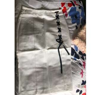ZARA Skirt with tags... Size: XS