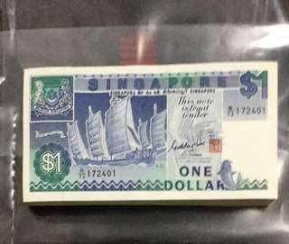🗣 GKS 🚢 Series $1 Note Stack 🔥 Extremely Well Preserved Note Stack with 💯 Runs Serial Numbers B/73 172401 - 172500 (🗣172484 Replaced By a Replacement Note Z/1 724225) in Crispy Brand New Mint Uncirculated Condition ⭐️