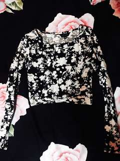 RTP $20 New look floral monochrome crop top