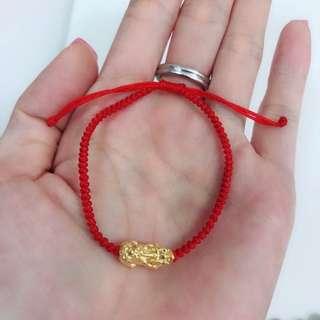 3D硬金貔貅襯紅色手繩