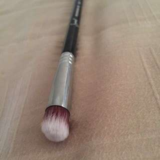 Sigma P82 Eye Brush (concealer/eyeshadow Brush)