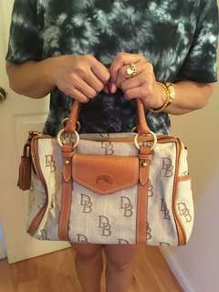 Dooney & Bourke hand bag