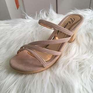 BNWOT floche rosegold heels