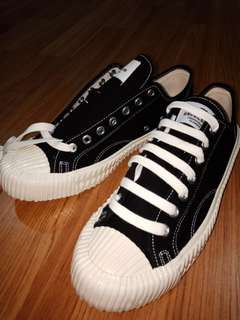 Black Popular Sneakers from Seoul, Korea 🇰🇷