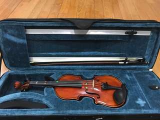 1/4 Violin with new strings and Shoulder Board