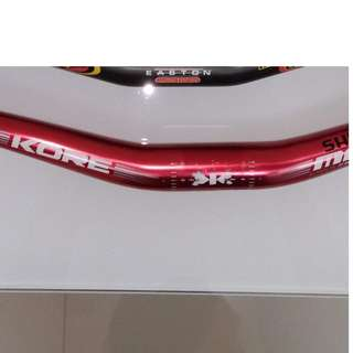 Kore mega bar. 160mm Shimano avid rotors. Token white carbon spacers. CatEye. Helmet. Tubes.
