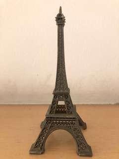 Eiffel tower mini statue