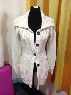 Cream Knitted Cardigan (Medium-Large frame) flaw (few nisnis)