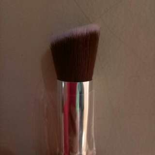 Brush bevel foundation