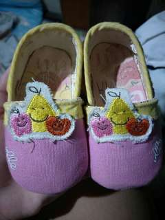 Elle crib shoes