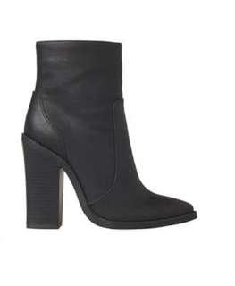 Lipstik Black Boots