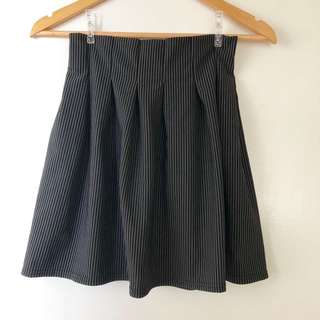 Pleated stripe flare skirt