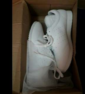 woman's casual shoes trendy pure white