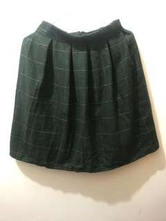 🚚 綠色格紋百摺膝上裙