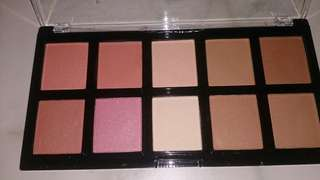 Max Studio blush on with highlighter and contour