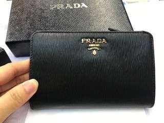 Prada Wallet 黑色皮革中號銀包