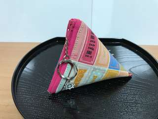🚚 沛軒手作坊~(厚棉布)粽子立體零錢包(三角錐型)或鑰匙收納袋,(10*10公分)可當耳機收納包或鑰匙包,也可放紙鈔及零錢!