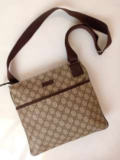 Preloved Authentic Gucci Sling Waterproof