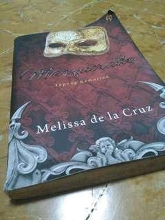Novel masquerade : topeng kematian