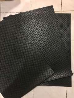 Car floor / trunk rubber mat