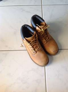 Timberland Youth boots. Size 2M. Used but still in very good condition.