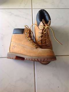 Timberland Youth boots. Size 4M. Used. Still in very good condition.