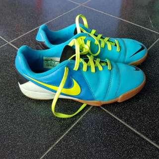 FS Nike CTR 360 sz 36