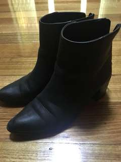 Spurr pointed black boots